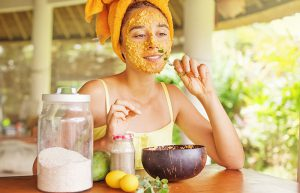 Domáce metódy skrášľovania tváre. Maska z kvasníc a kurkumy.
