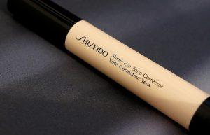 Ako sa zbaviť kruhov pod očami? Sheer Eye Zone korektor od Shiseido.