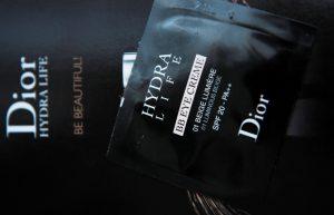 Krém a krycí krém na kruhy pod očami v jednom? To je Hydra Life BB očný krém od značky Dior.